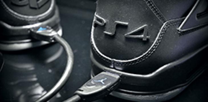 Stellt euch vor, es gibt Sneakers im PS4 Design mit HDMI Port…